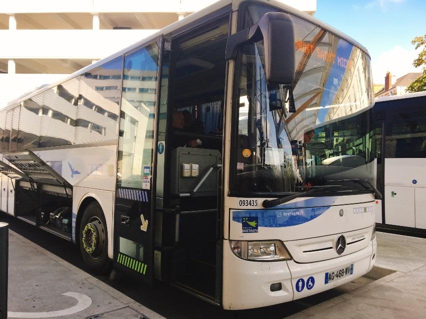 子供とレンヌからモンサンミシェルのバスに乗車